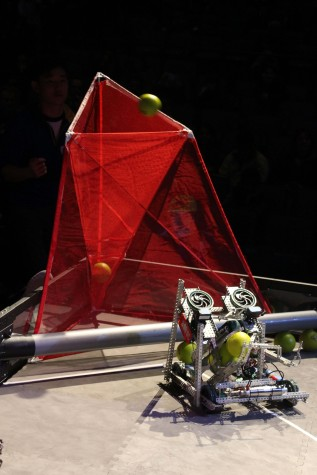Team 8000C from Head Royce School scoring their second ball into the high goal during semifinals (Photo Credit: James Wang)