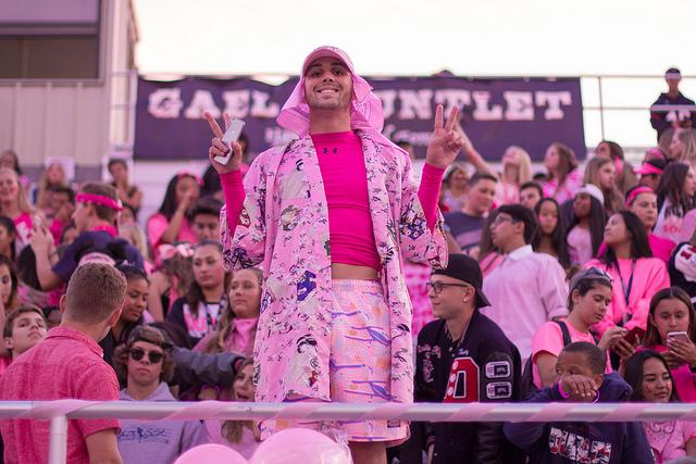 Senior+Parker+Wellman+shows+his+support+of+Breast+Cancer+Awareness+Month+at+Friday+night%27s+football+game.