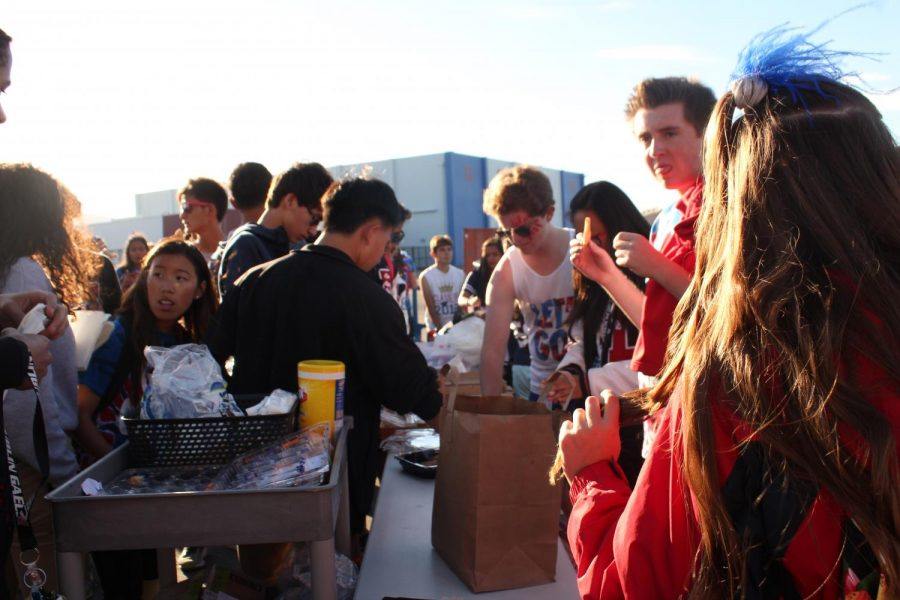 DHS students enjoy the tailgate.