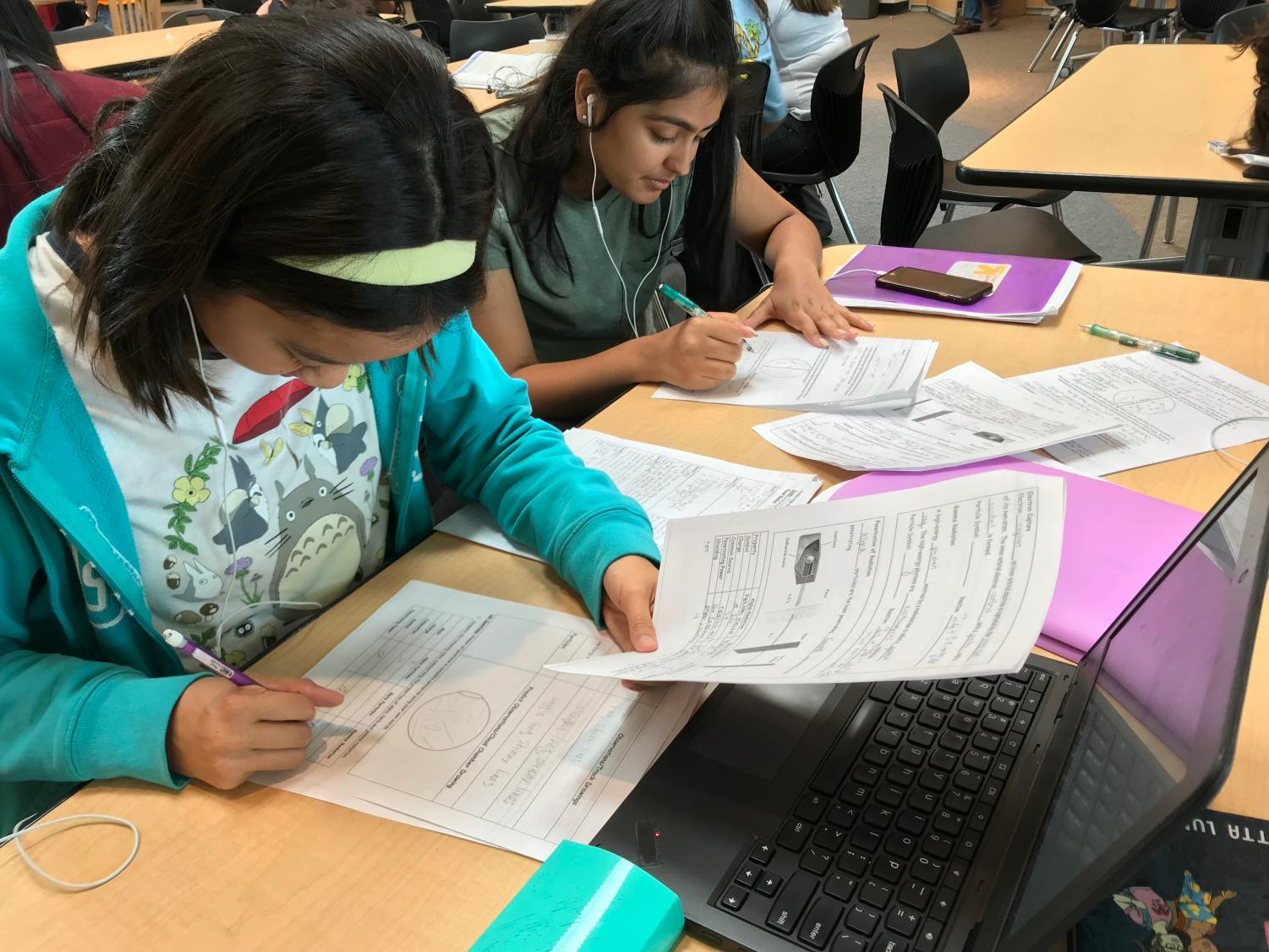 Sophomores Mandy Tran and Anika Bhushan work in the HUB, utilizing the support from tutors and chromebooks, during their GAEL period.